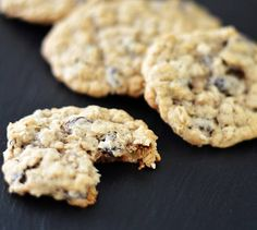 Easy Vegan Oatmeal Raisin Cookies