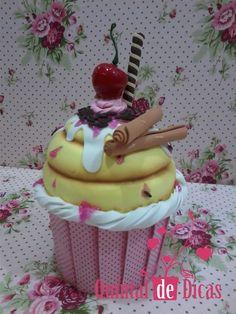 Quintal de Dicas :: Artesanato em E.V.A. e Cartonagem: Cupcake Amarelo Porta… Foam Sheet Crafts, Foam Crafts, Diy And Crafts, Crafts For Kids, Cop Cake, House Cake, Paper Cupcake, Ice Cream Party, Felt Food