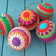 Thank you, thank you so much for the fantastic response to my Christmas baubles pattern!! I was so excited to see the pattern at no 2 in Ravelry 'hot right now' earlier......did a little jig in the kitchen!! I so appreciate your kind comments. Don't forget the link to the free pattern is in my profile
