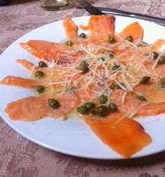 La Chef Frustrada: FÁCIL, RICO Y BONITO:CARPACCIO DE SALMON Prawn Recipes, Fish Recipes, Mexican Food Recipes, Ethnic Recipes, Pescado Recipe, Low Calorie Recipes, Healthy Recipes, Food Porn, Japanese Recipes