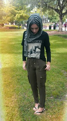 scarfdays: Awesome comfy forest green pants from H&M Super soft Los Angeles shirt from Forever 21 Scarf from Aldo Perfect casual outfit idea. Muslim Fashion, Modest Fashion, Hijab Fashion, Fashion Outfits, Islamic Fashion, Tomboy Fashion, Fashion Ideas, Women's Fashion, Fashion Trends