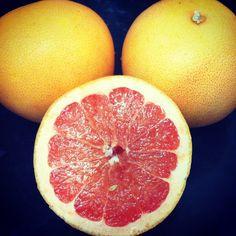El pomelo tiene muchos beneficios en la piel, tiene un alto contenido en vitamina C, poder desintoxicante, crea luminosidad e incluso rejuvenece. Algunos de nuestros productos contienen este ingrediente ¿quieres verlos? http://www.baracosmetics.es/oscommerce/advanced_search_result.php?keywords=pomelo&search_in_description=1&x=0&y=0  #dancingshoes #lemondrops #massageinabottle #minty #shineon #walkingonsunshine #baracosmetics #cosmeticanatural #naturalcosmetics #natural #pomelo #fruta