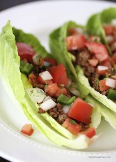 Taco Lettuce Wraps – A healthy, flavorful and delicious alternative to hard shell tacos. Plus they're paleo, and gluten-free!I love to make lettuce wrap Easy Lettuce Wraps, Lettuce Tacos, Mexican Food Recipes, Beef Recipes, Cooking Recipes, Mexican Meals, Wrap Recipes, Turkey Recipes, Easy Recipes