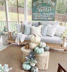Farmhouse Homes, Farmhouse Design, Farmhouse Decor, French Farmhouse, Farmhouse Style, Fall Home Decor, Autumn Home, Pumpkin Decorating, Porch Decorating