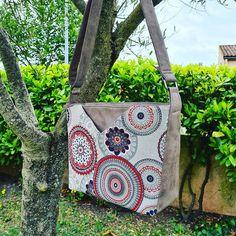 Carcassac sur Instagram: Modèle Mambo Simili toile et coton . 4 poches dont 2 zippées. Bandoulière réglable. Très spacieux . BON ANNIVERSAIRE…