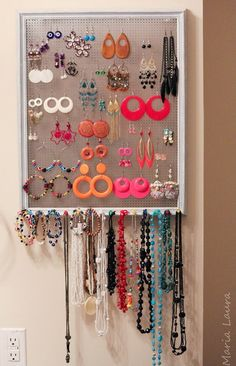 DIY Accesory Display - LOVE IT