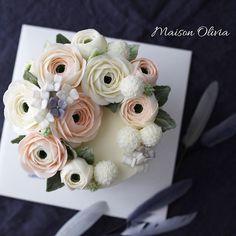 Buttercream flowercake   #플라워케이크  #플라워케익 #대구플라워케이크  #버터크림플라워케이크  #꽃 #꽃케이크 #꽃스타그램  #케이크  #메종올리비아  #베이킹 #베이킹그램  #flowercake  #flower  #buttercreamdecorating  #buttercreamflowercake #buttercream  #buttercreamcake #koreaflower #koreanflowercake #koreabuttercreamflower #koreabuttercreamcake #koreaflowercake  #bakingram #cake #maisonolivia