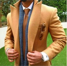 You can see that even though this is a smart and well put-together outfit, the scarf doesn't look quite right. That's because it's not even close to being True Spring. #MensFashionVest