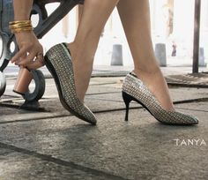 Designer creates shoes with removable heels - @tiaputex