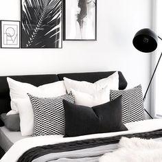 66 Ideas Bedroom Black And White Decor Design White Bedroom Design, Monochrome Bedroom, White Bedroom Decor, Bedroom Black, Black Bedding, Bedroom Inspo, Bedroom Colors, Modern Bedroom, Bedroom Designs
