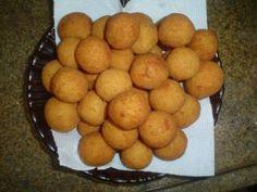 Receita de bolinho de queijo - Tudo Gostoso http://www.tudogostoso.com.br/receita/2082-bolinho-de-queijo.html