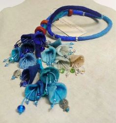 """Necklace by """"Dans mon corbillon"""" Designs (France). Felted wool, glass beads and polymer pieces. Textile Jewelry, Fabric Jewelry, Jewelry Art, Felted Jewelry, Jewellery, Felt Flowers, Beaded Flowers, Fabric Flowers, Felt Necklace"""