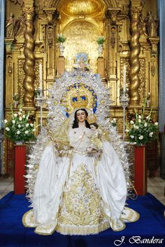 The main altarpiece is an image of Our Lady of the Snows created by Juan de Astorga. It is used in a procession in the town on the feast day of August Mother Of Christ, Blessed Mother Mary, Blessed Virgin Mary, Religious Images, Religious Art, Santa Maria, Madonna, Vintage Holy Cards, Our Lady Of Sorrows