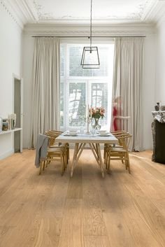 Quick-Step Parquet Flooring - Imperio 'Oak natural matt, planks' (IMP1623) in a classic dining room. To find more dining room inspiration, visit out website: https://www.quick-step.co.uk/en-gb/room-types/choose-the-perfect-dining-room-flooring #salleamanger #eetkamer