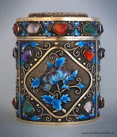 Chinesische Silber Gilt Teedose mit kunstvoller Dekoration in Emaille und Edelsteine - es hat eine Jade Deckel ♥ ♡ ♥
