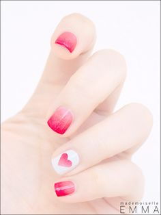 24 Heart Nail Designs to Show off your Engagment Ring Sexy Nails, Love Nails, How To Do Nails, Heart Nail Designs, Cool Nail Designs, Gorgeous Nails, Pretty Nails, Essie, Nailart