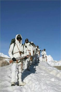 Indian jawans Military Suit, The Brave One, Indian Navy, Army Soldier, Real Hero, British Indian, Special Forces, Incredible India, Armed Forces