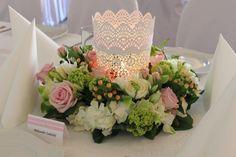 Wianek z hortensji, róż, eustomy, frezji i hyperikum. Ozdoba stołu weselnego, dekoracja weselna, dodatek, pomysł na prezent