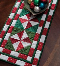 Peppermint Candy Table Runner free pattern