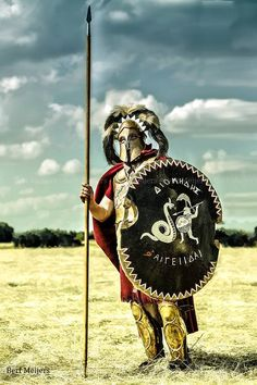 A Hoplite from the classic age of Greece during the Persian invasions Ancient Armor, Medieval Armor, Greek History, Ancient History, Elmo, Ancient Greek Clothing, Ryse Son Of Rome, Greek Soldier, Greece Map
