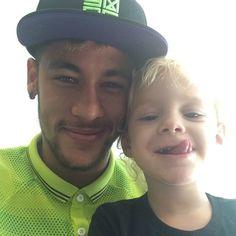 Neymar e o filho Davi Lucca na Granja Comary (Foto: Reprodução / Instagram)
