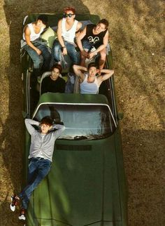 A nice picture of Super Junior (Ryeowook looks realy cool in this)