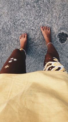 yellow + body paint 💛 VSCO — f-stan Summer Pictures, Beach Pictures, Cute Pictures, Vsco, Summer Chic, Summer Vibes, Summer Days, Summer Things, Summer Body