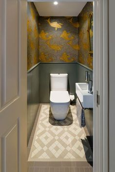 Downstairs Loo Makeover - Mad About The House Koi Carp wallpaper adds a wow factor and drama to a tiny downstairs loo cloakroom by Brian O'Tuama Architects Bathroom Wallpaper, Small Toilet Room, Bathroom Makeover, Small Toilet, Small Downstairs Toilet, Bathroom Interior, Small Bathroom, Toilet Design, Cloakroom