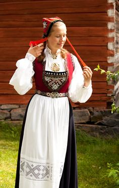 Bunad of Sørfjorden in Hardanger, Norway. There are many different aprons to choose from in the Hardanger bunad but the white one is reserved for formal occasions. Mode Masculine, Norwegian Clothing, Beautiful Norway, Thinking Day, Bridal Crown, Folk Costume, Traditional Dresses, Dame, Sweden