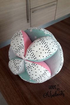DIY Baby Sewing - A Montessori Gripping Ball - We and the minibouts Baby Couture, Couture Sewing, Baby Room Diy, Diy Baby, Baby Tumblr, Baby Corner, Baby Wallpaper, Baby Art, Baby Boy Fashion