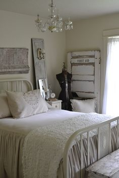 Shabby to Chic: Five Ways to Revamp and Modernize Your Shabby Chic Room - Sweet Home And Garden Shabby Chic Bedrooms, Shabby Chic Homes, Shabby Chic Furniture, Shabby Chic Decor, Romantic Bedrooms, Pink Bedrooms, Jeanne D'arc Living, Casas Shabby Chic, Wrought Iron Beds