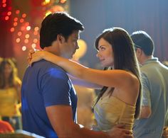 Smallville TV series still - episode Homecoming - Lois and Clark played by Tom Welling and Erica Durance