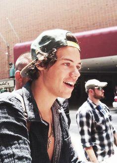 Harry in a snapback. Yes please.