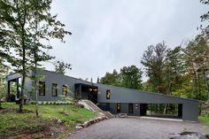 Einfamilienhaus in Quebec / Winkel am Hügel - Architektur und Architekten - News / Meldungen / Nachrichten - BauNetz.de