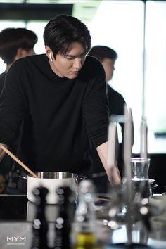 Korean Drama Songs, Korean Drama Quotes, Lee Min Ho Dramas, Lee Minh Ho, Lee And Me, Lee Min Ho Photos, Handsome Korean Actors, New Actors, Kim Go Eun