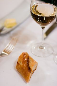 Where do you place your unfinished piece of bread when dining in a French restaurant or home? This tricky question is answered by pastry chef and American expat living in France David Lebovitz. David Lebovitz, Dinner Club, French Restaurants, Piece Of Bread, Plait, Pastry Chef, France, This Or That Questions, Dining