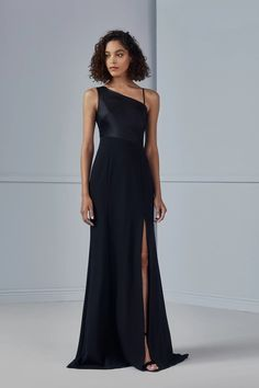 Part of Amsale's Fall 2020 line, Sinead features a asymmetrical Fluid Satin bodice with Crepe skirt and side slit. Shown in black #amsale #amsalebridesmaids #bridesmaidsdress #bridesmaid #bellabridesmaids Amsale Bridesmaid, Black Bridesmaids, Bridesmaid Dresses, Wedding Dresses, Grad Dresses, Formal Dresses, Crepe Skirts, Dress Skirt, Bodice