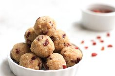 Cashew Butter Protein Balls recipe // Satisfying before-bed snack you will love (we hope) and it will help you sleep. Great option for Anti-Candida dessert. Healthy Bedtime Snacks, Healthy Protein Snacks, Protein Bites, Protein Ball, Healthy Treats, High Protein, Protein Power, Healthy Breakfasts, Protein Foods