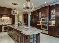 A beautifully decorated home is an expression of your personality and unique style, but decorating can become expensive quickly. There are ways to get the designer looks for less by just using your imagination and a little creativity. Italian Kitchen Decor, Home Decor Kitchen, Kitchen Ideas, Country Kitchen Cabinets, Kitchen Reno, Home Interior Design, Interior Decorating, Luxury Kitchens, Dream Kitchens