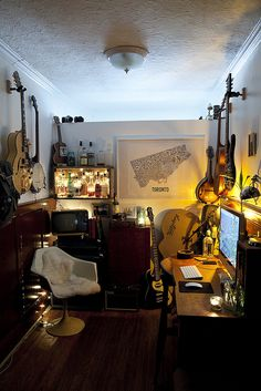 I SO need a room like this... I could design all day with guitar breaks. Hmm, heaven!
