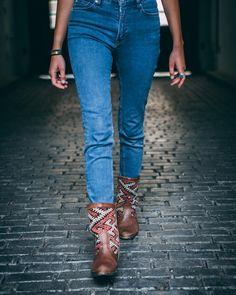 Sparkle in my eye, smile on my face, Kilim Boots on my feet, yep, it's Friday 🤸🏻♀️ #lifeisgood #kilimboots #kilimbootsabdillah #silviagattinboots #handmade #unique #slowfashion #sustainablefashion #sustainableproducts #artisanmade #morocco #kilim #kilimstiefel #stiefel #silviagattinstiefel #handmadewithlove #bohostyle #bohochic #bohemianstyle #hippiechic #bohoboots #onlineshop #conceptstore 📸 @nuno_filipe_oliveira ❤️ @alikatze001 Hippie Chic, Bohemian Style, Boho Chic, Slow Fashion, Boho Fashion, Boho Boots, Sustainable Fashion, Morocco, Life Is Good