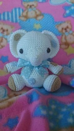 Mira este artículo en mi tienda de Etsy: https://www.etsy.com/es/listing/217208223/elefante-amigurumi-con-lazo-azul