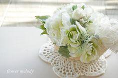 ハンドメイドマーケット minne(ミンネ)| オフホワイトのお花3種ミックスアレンジ