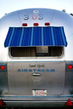 Airstream Blue Moon  Belrepayre Airstream & Retro trailer Park à Manses (Ariège) Midi-Pyrénées  Authentiques caravanes vintage americaines de luxe en aluminium, des années 40 à 70.