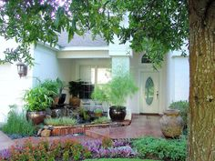 Cottage landscaping ideas front yard garden your country . new ideas for front yard simple landscaping Country Landscaping, Front Yard Landscaping, Landscaping Ideas, Landscape Design Small, Small Space Gardening, Shade Garden, Garden Design, House Design, Front Path