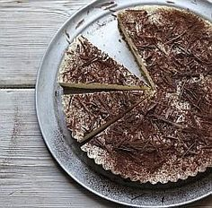 I've always loved chocolate with lemon, and lime is just as successful. Here it's layered, chocolate top and bottom, with a bank of lime-sharp curd in between. Healthy Deserts, Healthy Sweets, Healthy Baking, Lime Cheesecake, Cheesecake Recipes, Gluten Free Cakes, Vegan Gluten Free, Dukan Diet Recipes, Healthy Recipes