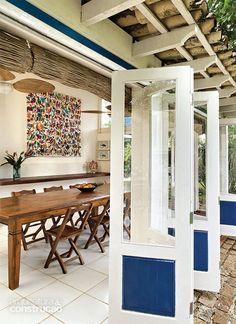 Casal reforma casa de praia mantendo seu estilo colonial - Projeto Cecilia Pastore