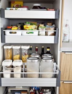 Can't choose between a contemporary and country-style kitchen? Combine the two in an organised space with these kitchen design ideas. Kitchen Organization Pantry, Kitchen Pantry, Kitchen Storage, Kitchen Ideas, Organized Kitchen, Kitchen Inspiration, Kitchen Appliances, All White Kitchen, Country Kitchen
