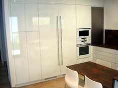 Una cocina de diseño integrada en el salón | Reformas de cocinas, baños e interiores en Barcelona