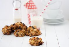 Oat, apricot and chocolate cookies
